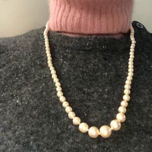 vintage knotted lovely old school pearls.